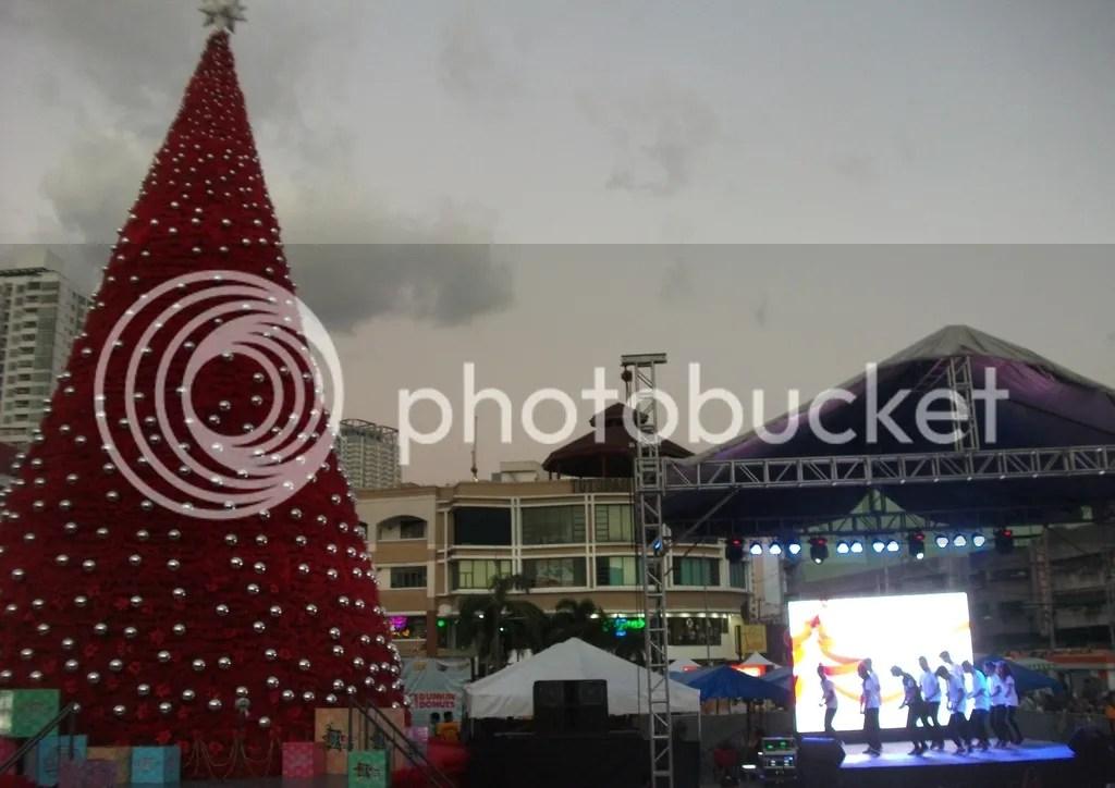 50 Feet Tall Christmas Tree Lighted At Tutuban Center