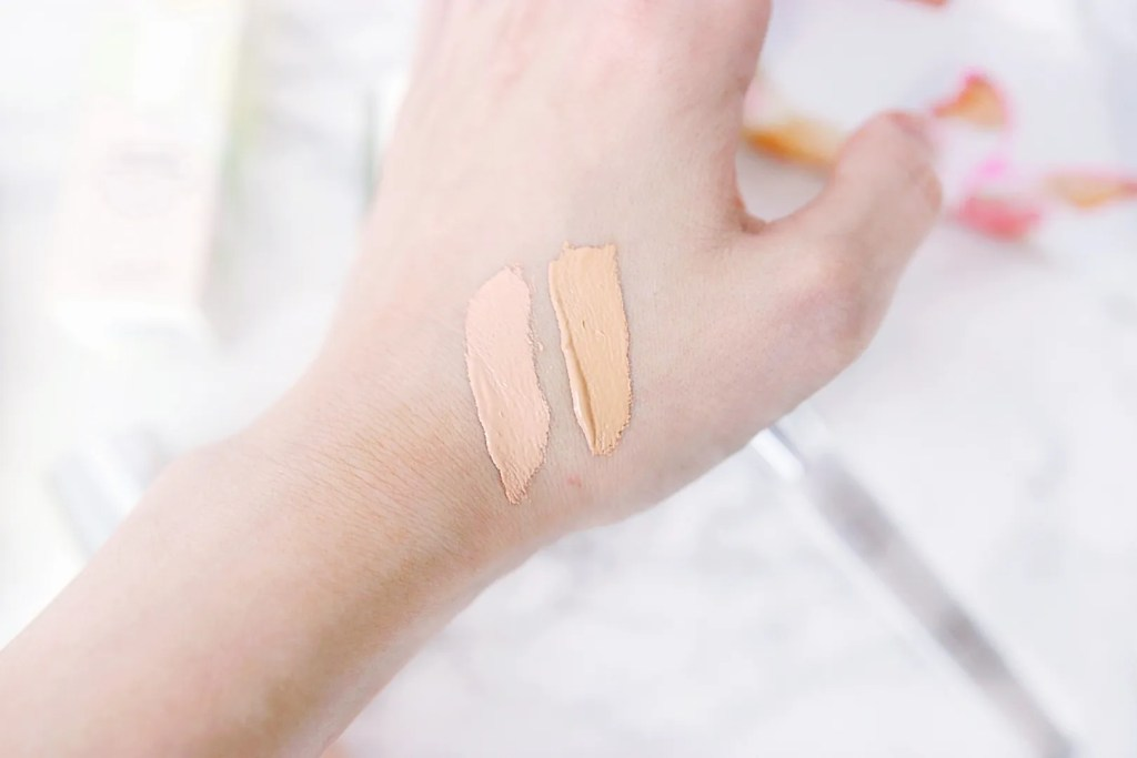 Clinique beyond perfecting foundation 0.5 breeze and 1 linen swatch