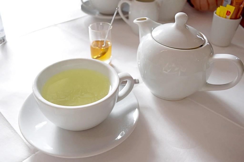 Fresh mint tea with honey