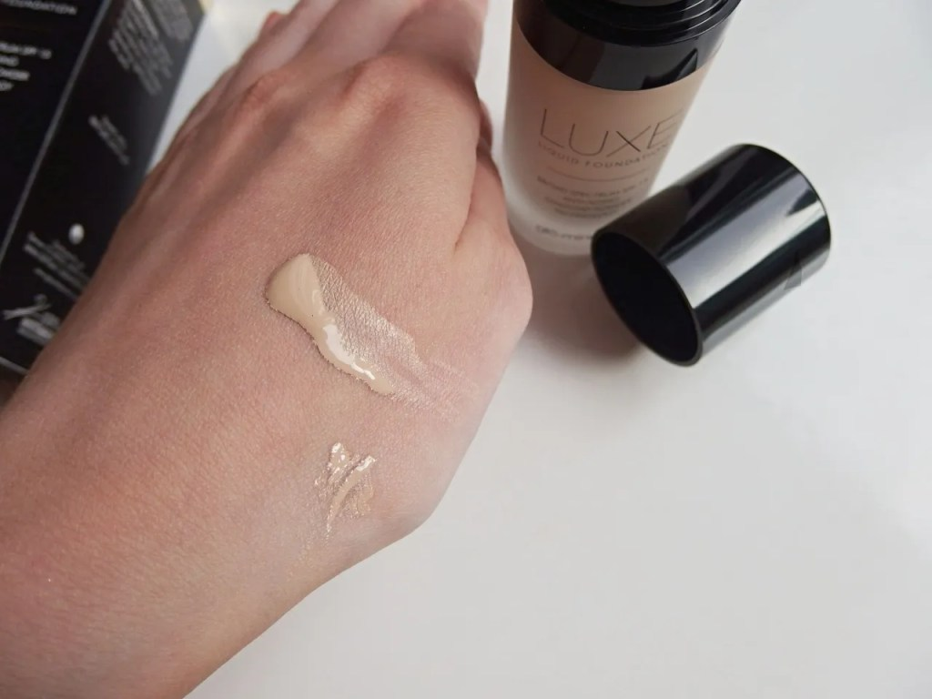 Glominerals Luxe Liquid Foundation Porcelain Review