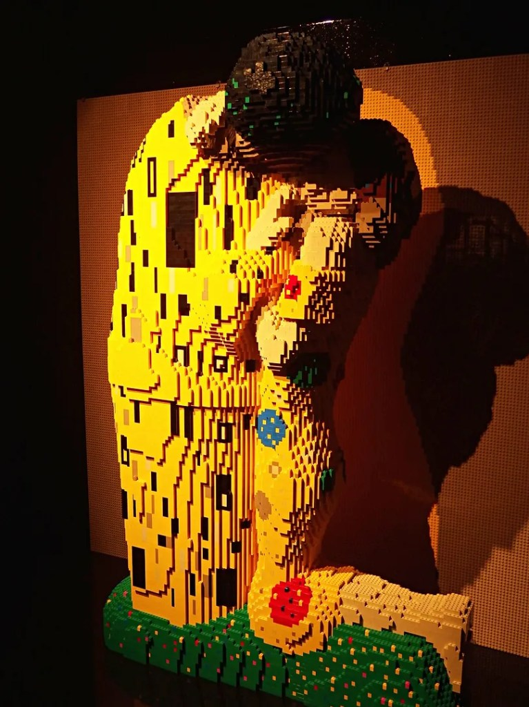 Gustav Klint The Kiss in LEGO - Art of The Brick