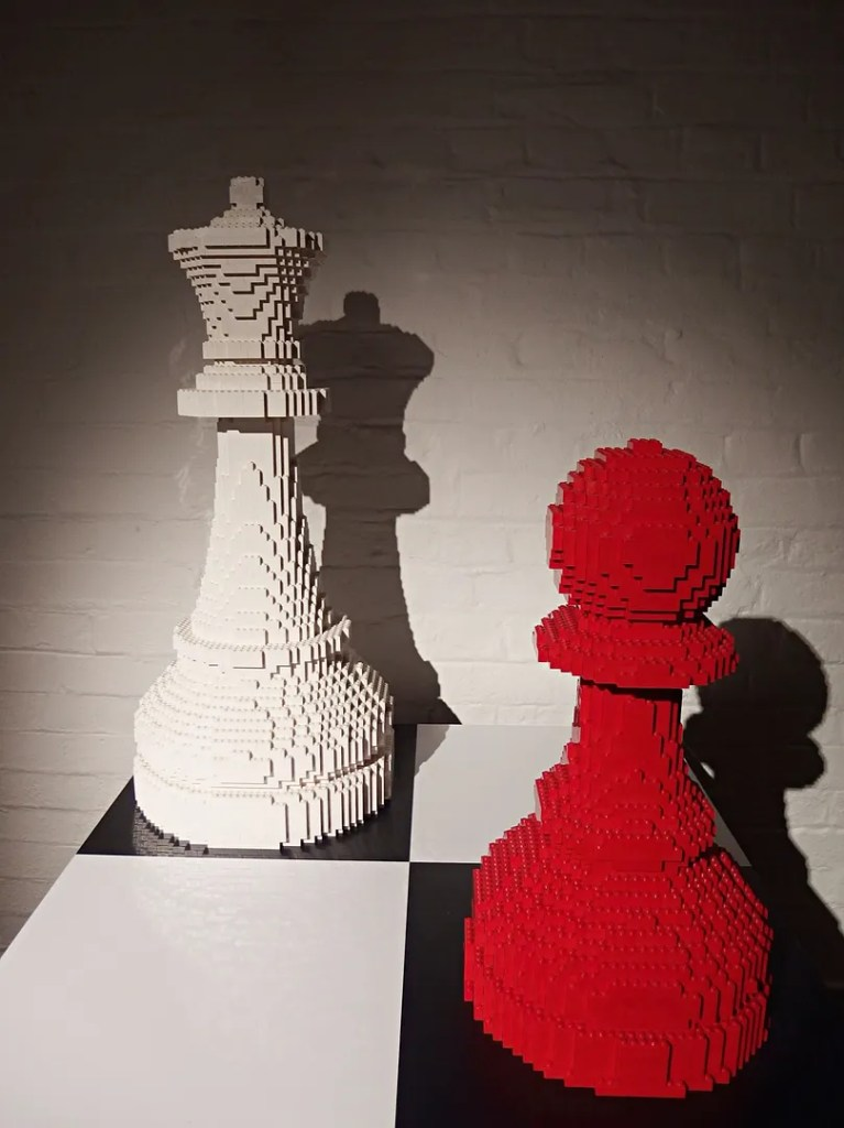 Chess pieces in LEGO - Art of The Brick