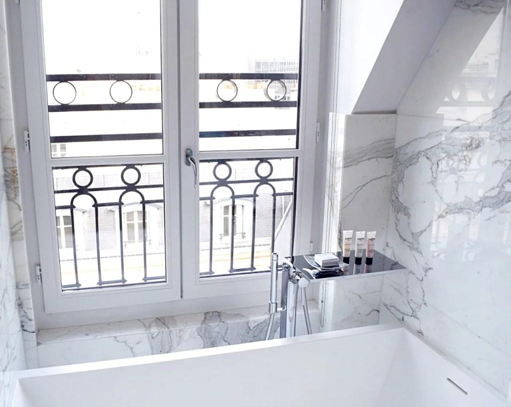 Bath at Suite Palais Royal