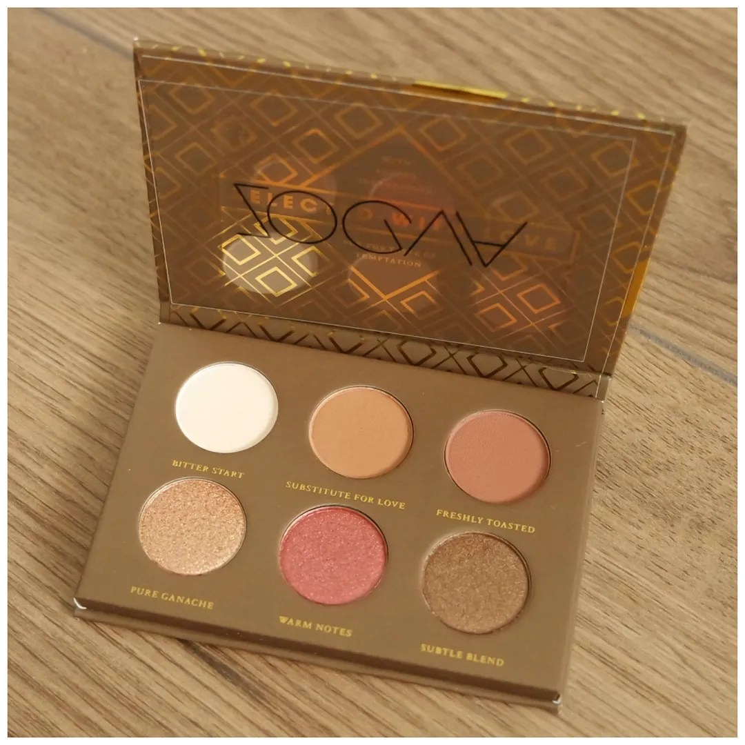 Bloghop Christmas giveaway Kerst winactie Zoeva Plaisir Voyager eyeshadow palettes Caramel Melange Cocoa Blend Spice of Life review swatch