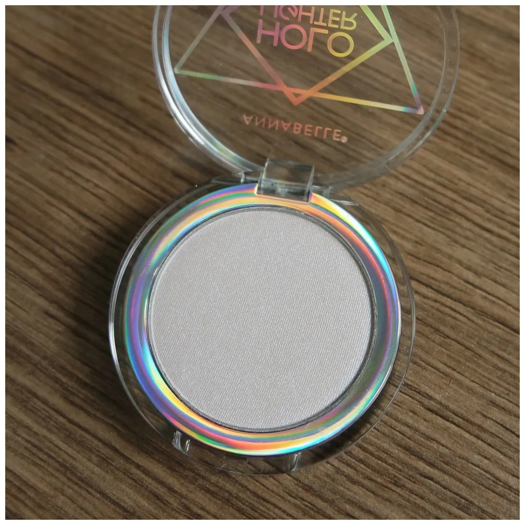 annabelle perfect glow holo lighter review swatch highlighter topaz nova pegasus