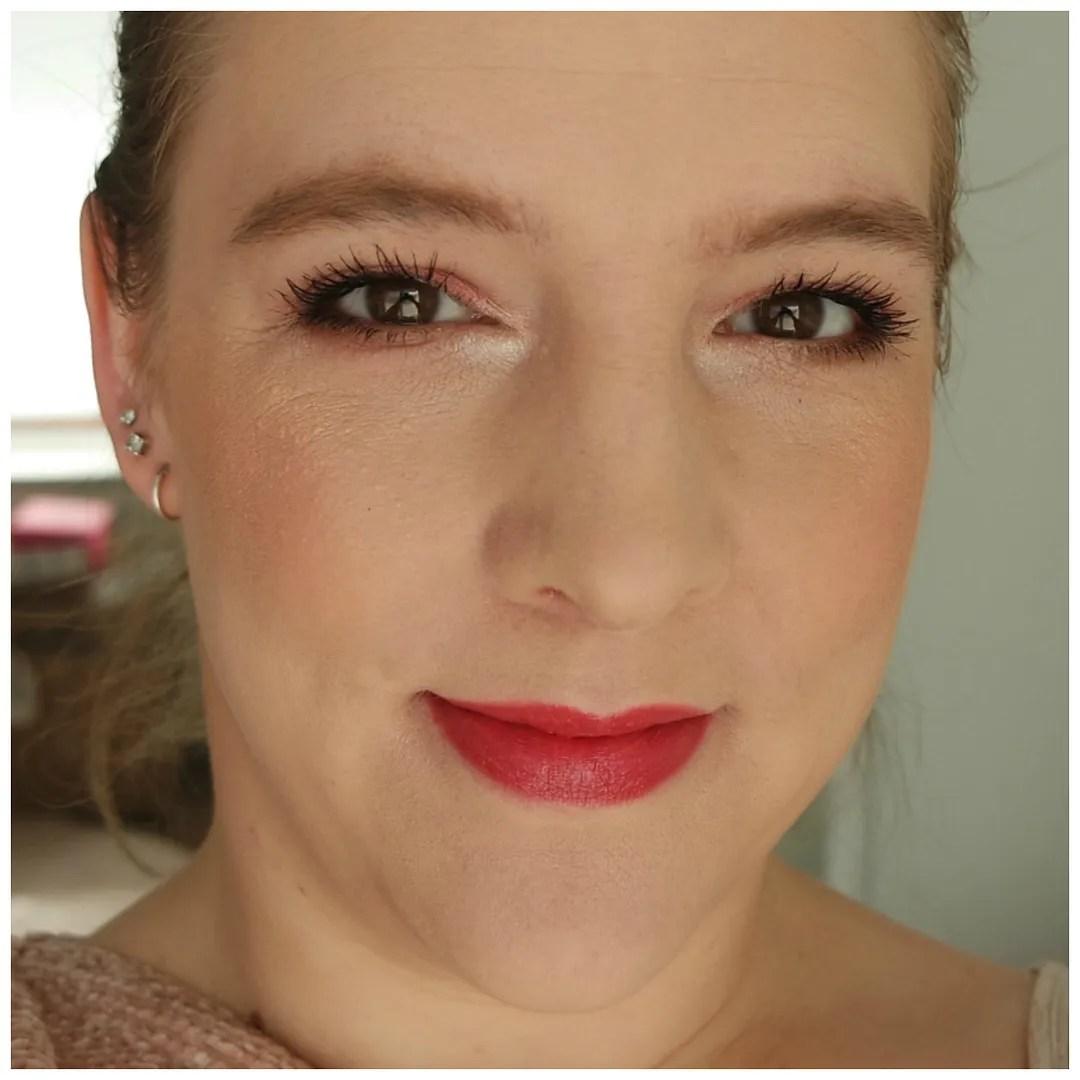 essence lash princess false lash effect mascara review swatch