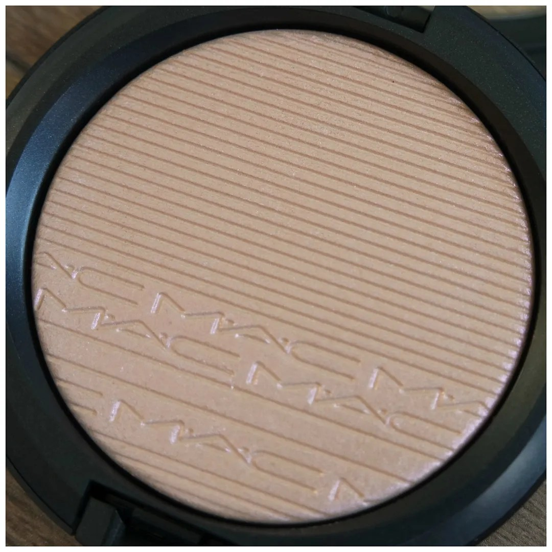 mac extra dimension skinfinish highlighter swatch review show gold