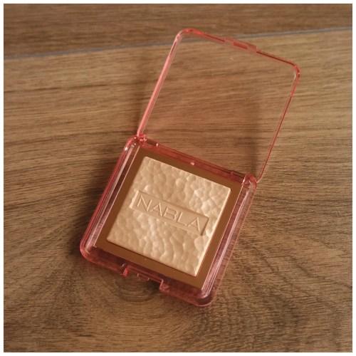 nabla skin glazing highlighter privilege review swatch application makeup look fair skin