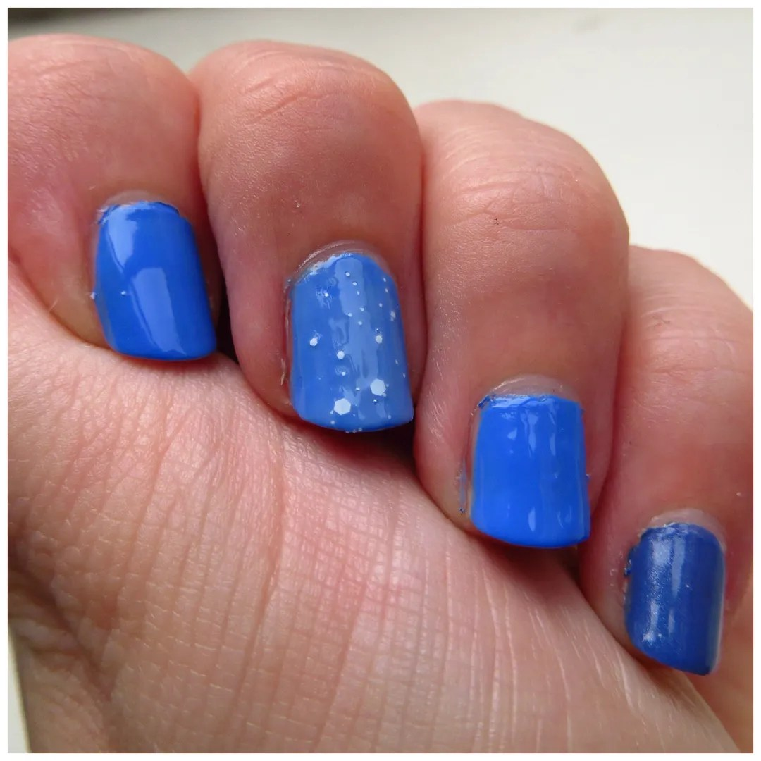 nail of the day – Floating in dreams