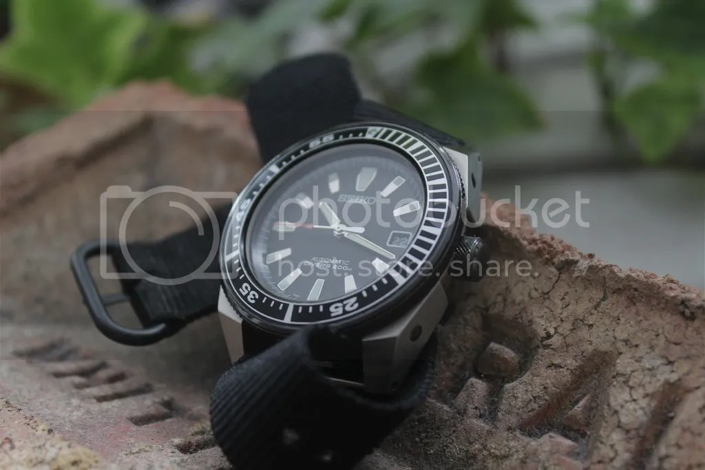 23f469b68c59 DIAL Y AGUJAS El dial negro se siente profundo y con una texturizacion muy  fina y satinada