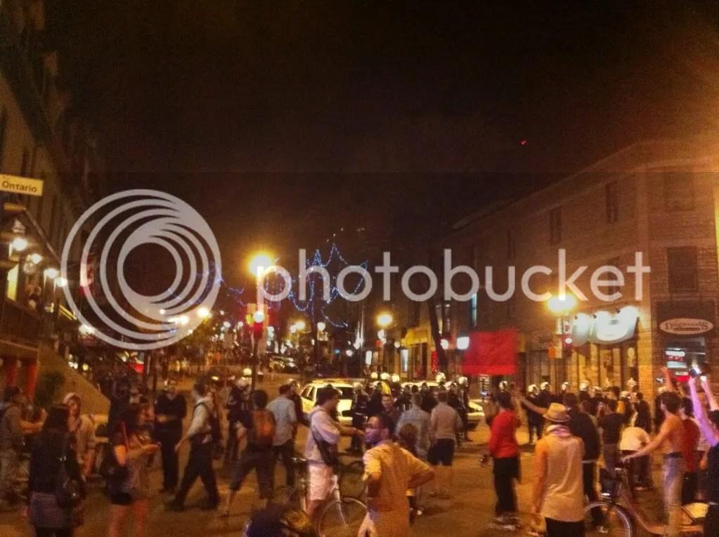 Montréal 24 mai 2012 Manifestation Casseroles Ontario/St-Denis – Face à Face Épique : La Police Recule Et Fuit