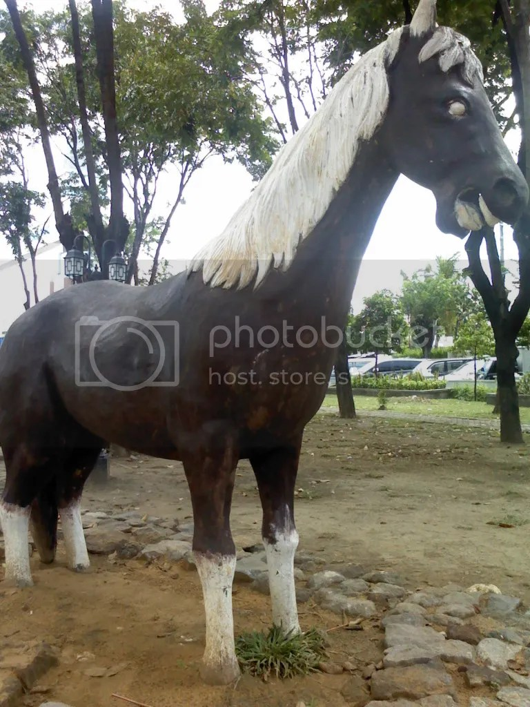 Taman Barunawati, Patung kuda di area play ground taman barunawati