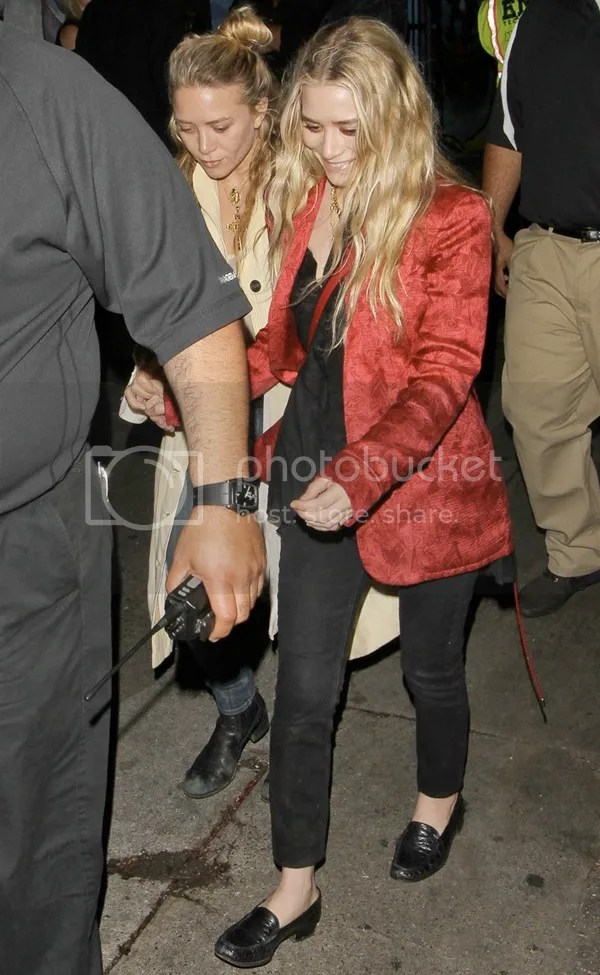 OLSEN ANONYMOUS MKA OLSEN MARY KATE ASHLEY OLSEN FASHION STYLE BLOG GET THE LOOK ROLLING STONES CONCERT STAPLES LOS ANGELES RED SILK JACKET BLACK CROPPED PANTS CROC LOAFERS KNOT HAIR HIPPIE OVERSIZED SHIR JACKET JEANS BOOTS RED EARRINGS NECKLACES 2