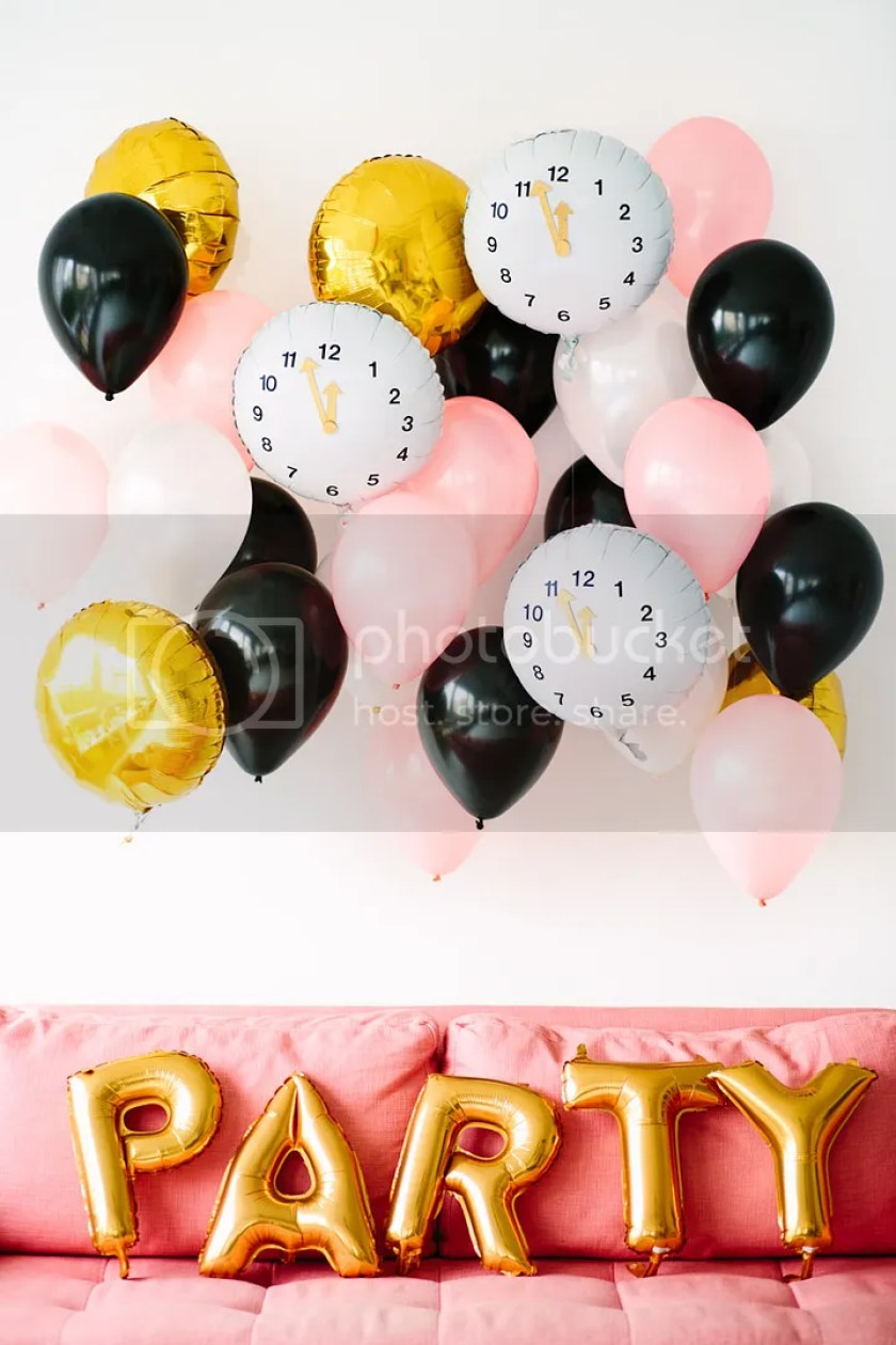 photo DIY-Clock-Balloons-for-New-Years-Eve1_zpsbf77cd57.jpg