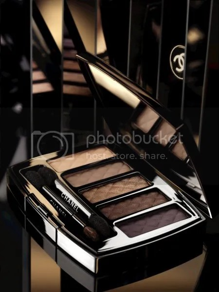 photo Chanel-Nuit-Infinie-de-Chanel-Holiday-2013-Ombres-Matelassees-Eyeshadow-Palette_zpse1fbdf7b.jpg