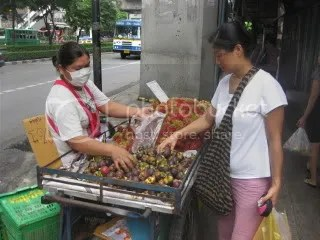 Sue buying mankoot from her favorite fruit vendor on the soi.