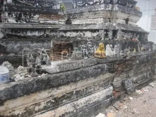 The town itself is quiet. We sutmbled into this strange spot - it looked like a graveyard for broken buddhas.
