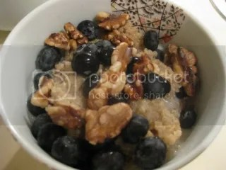 Quinoa Breakfast Porridge with Blueberries and Walnuts