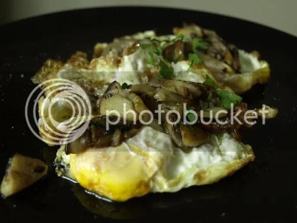 Huevos fritos con boletus