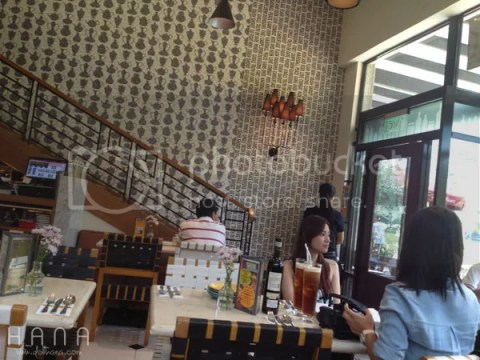 Momo Cafe Ayala