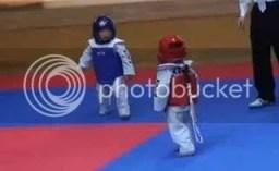 kid fight VIDEO: Ο πιο αστείος αγώνας πάλης που έχετε δει!!!