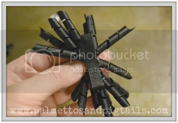 Tutorial for spider corkscrew bows from Palmettos and Pigtails