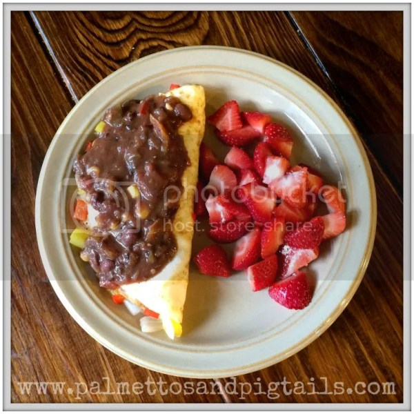 Quick 100 Calorie, High Protein Breakfast Omelet and Strawberries #recipes #healthy #weightloss