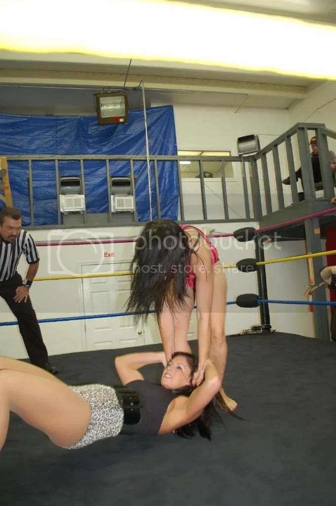 """Smokin' HOTT"" Nikki Lane grabs a hold of the hair of Santana Garrett..... photo DSC_0439.jpg"