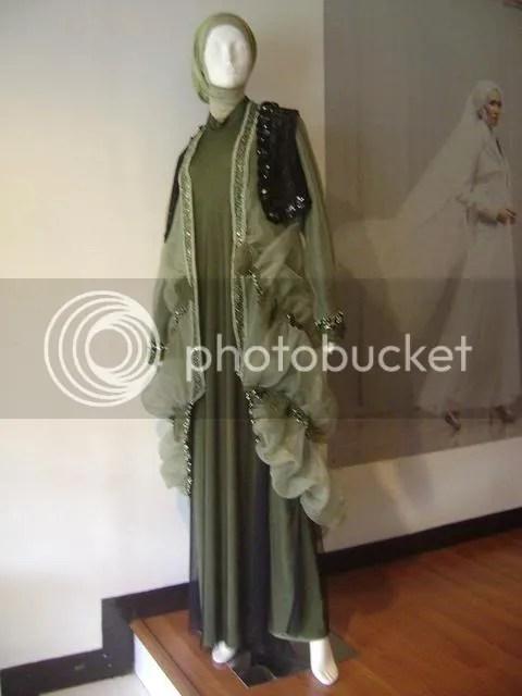 choosing a designer wedding gown