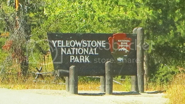 photo YellowstoneNationalParksign.jpg