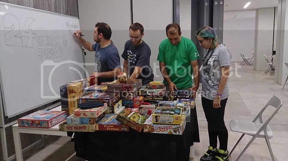 24 horas ininterrumpidas de juegos de mesa  organizadas por las Jornadas Lúdicas de Alicante en el edificio municipal de El Claustro (en la calle Labradores).