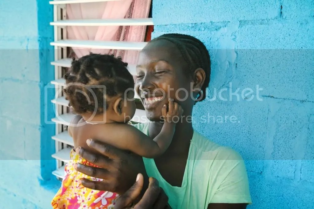 poor child but happy photo: Mother and daughter, Dominican Republic 20081023_DOM_R93_3410.jpg