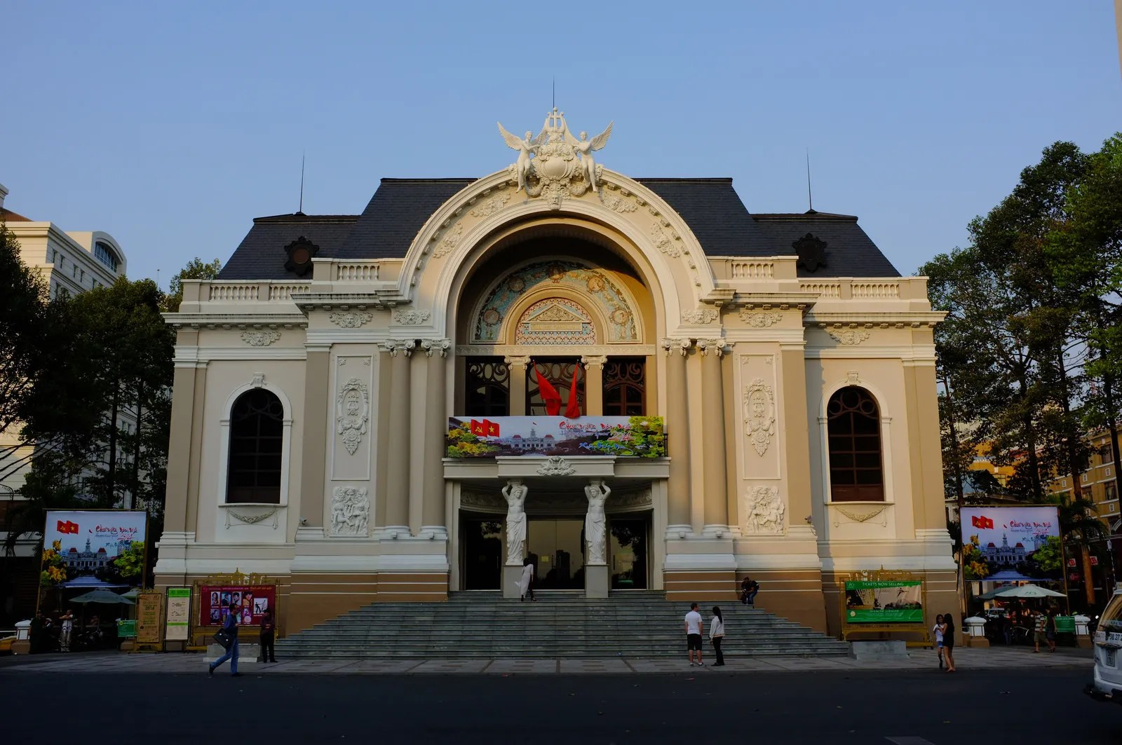 photo Saigon_Opera_House_front_zpsh6ios8zh.jpg