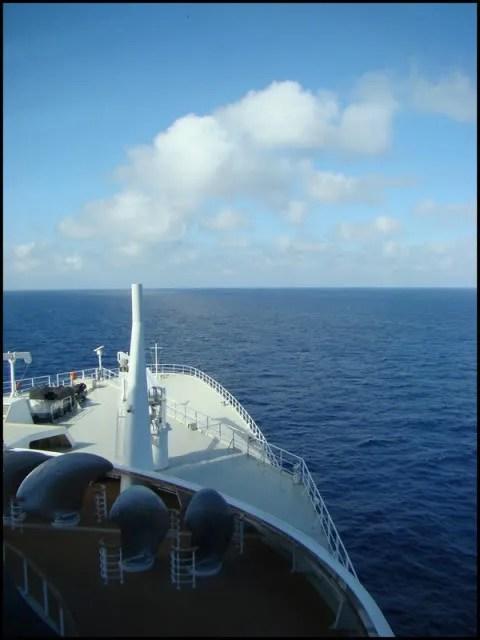 QM2 at sea