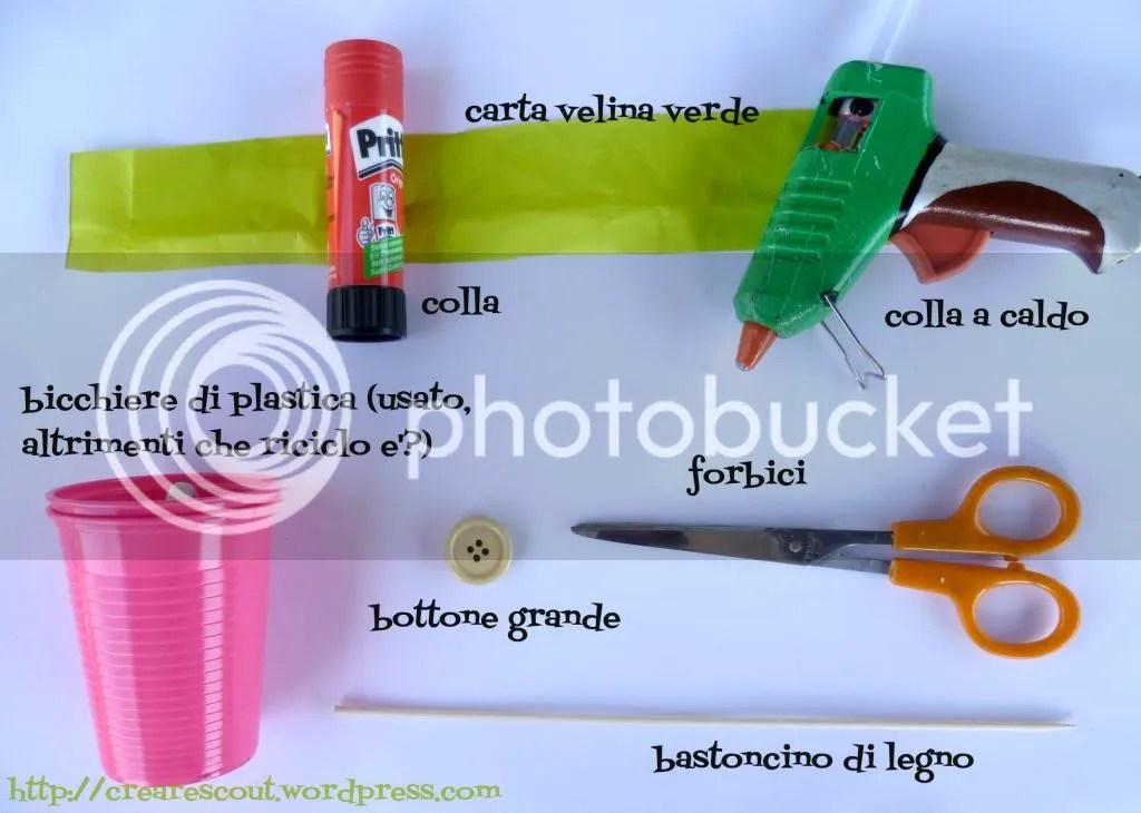 materiale riciclo bicchiere plastica