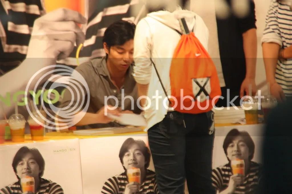 Firma de Autógrafos para Mango Six 25 de junio 2011