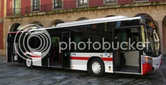 Autobus frente ayuntamiento de Gijon