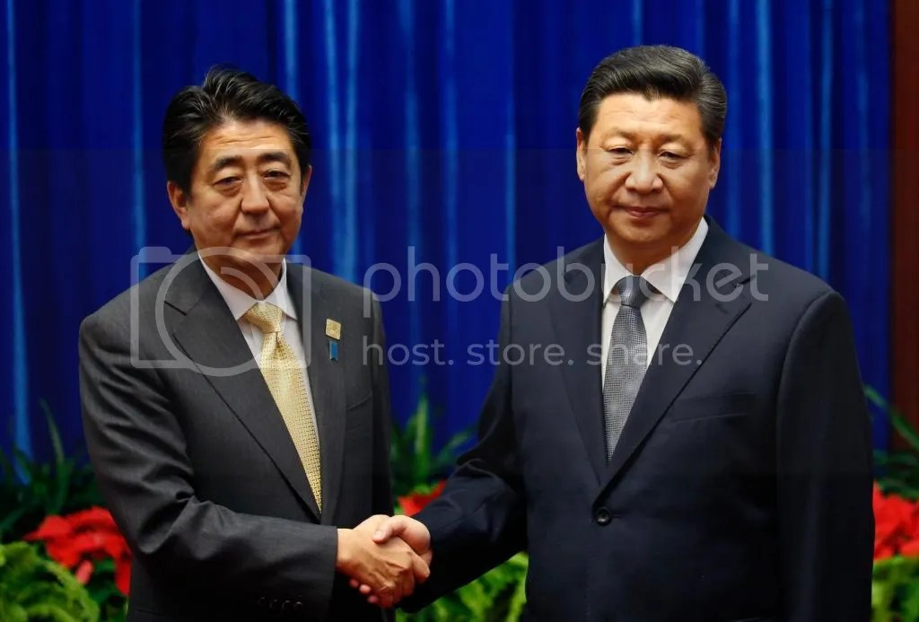 Xi Jinping and Shinzo Abe shake hands at November 2014 APEC Summit.