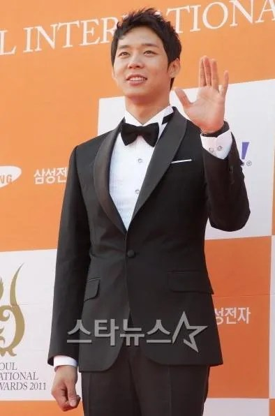 photo park_yoochun_black_tux.jpeg
