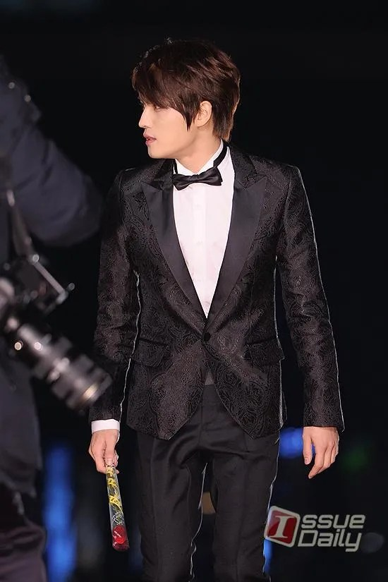 https://i1.wp.com/i1147.photobucket.com/albums/o550/JYJThree/2012/November/121130%20JJ%20at%20Blue%20Dragon%20Film%20Awards/Korean%20Press/thumb_2kjvf201211302055110636.jpg