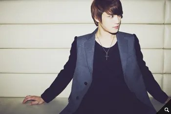 http://s1147.photobucket.com/albums/o550/JYJThree/2012/November/KJJ%20Korean%20Interviews/Movie%20Naver/?action=view&current=1543_02.jpg