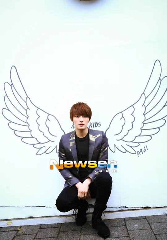 http://s1147.photobucket.com/albums/o550/JYJThree/2012/November/KJJ%20Korean%20Interviews/NEWSEN/?action=view&current=201212051524351110_1.jpg