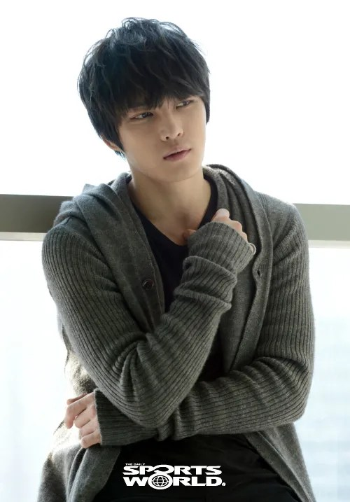 http://s1147.photobucket.com/albums/o550/JYJThree/2012/November/KJJ%20Korean%20Interviews/sports%20world/?action=view&current=20121210021927_1.jpg