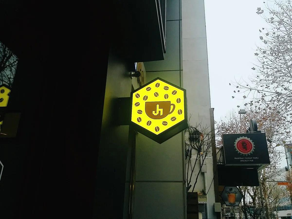 photo C0Uy46rVEAEA9ld_Hani_Shop_Korea.jpg