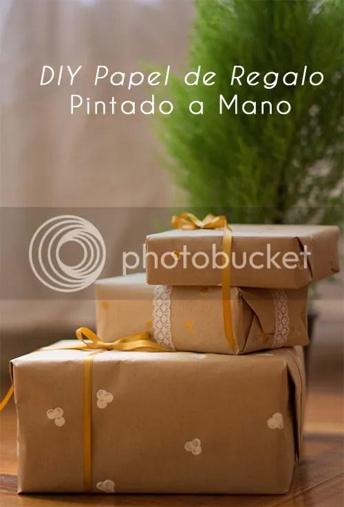 Papel de regalo estampado a mano: no tardás más de media hora, te vas a divertir haciéndolo, y le aporta un toque