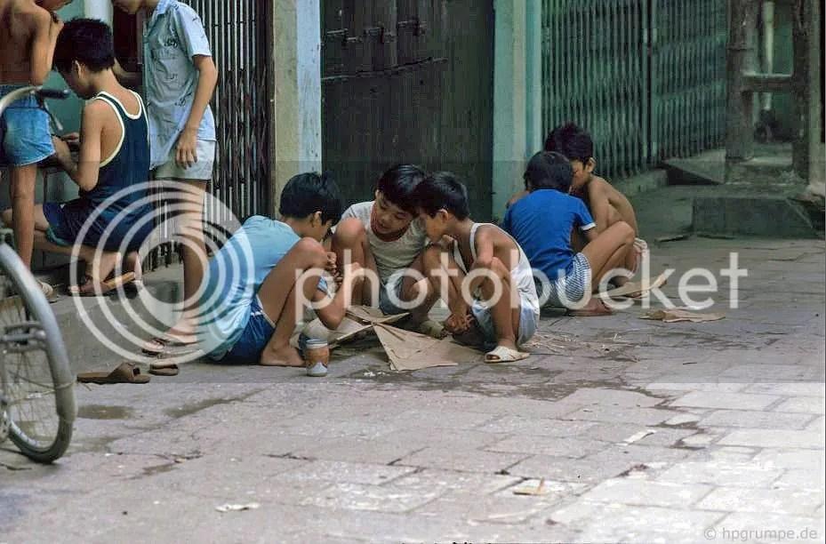 Hà Nội: Trẻ em ở Drachenbauen