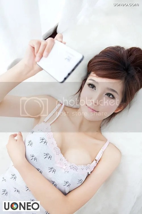 Beautiful China Girl Uoneo Com 01 Beautiful Chinese Girl with Suggestive Phone