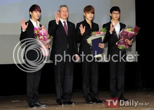 Ảnh JYJ tại Hội nghị An toàn hạt nhân Seoul 2012