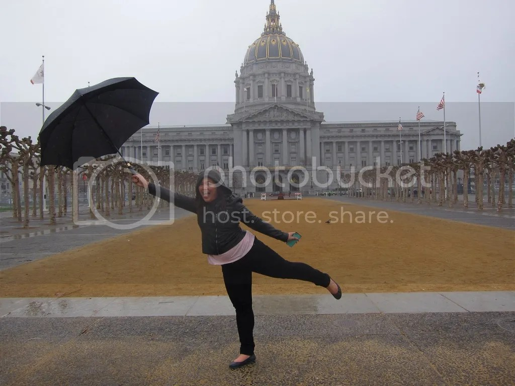 Who say's you can't have fun in SF in the rain? (City Hall)