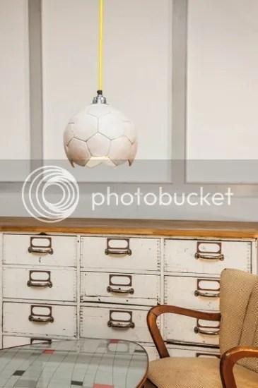 Hängeleuchte Pendellampe in Fußballform weiß gelbes Lampenkabel Kinderzimmer Jugendzimmer Jungen Männer Hobbyraum Fernsehzimmer